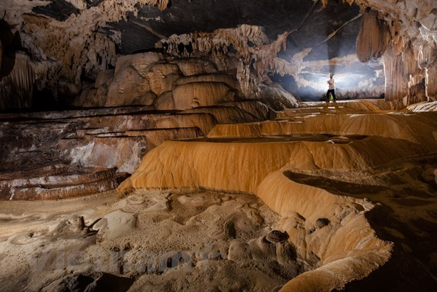 Exploring stunning beauty of Tien Cave in Quang Binh province hinh anh 1