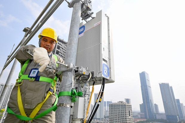Telecom service suppliers work hard to meet surging demands hinh anh 1
