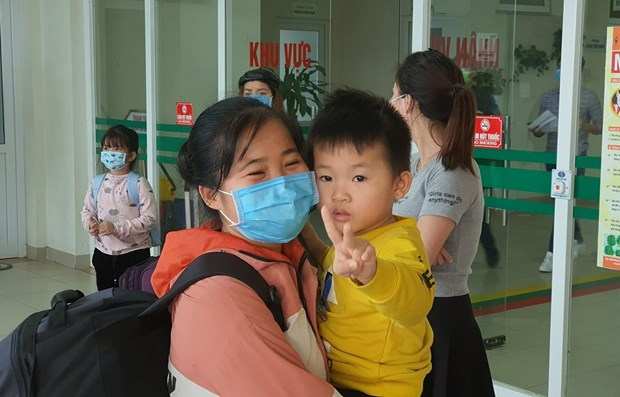 Vietnamese citizens returning from Wuhan discharged from hospital hinh anh 1