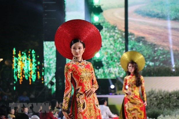 Ao Dai – a cultural symbol associated with Vietnamese women hinh anh 2