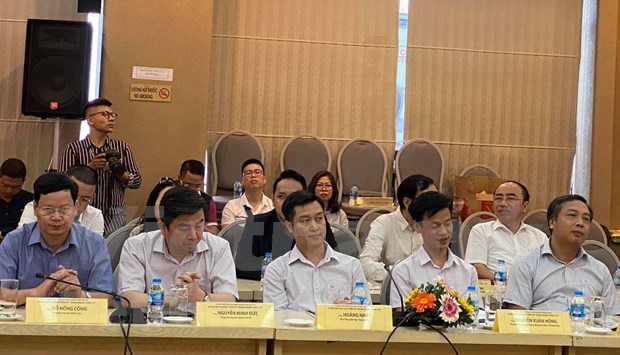 Forum spotlights business-press cooperation in time of COVID-19 hinh anh 1
