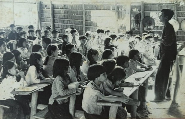 Vietnam's special educational front during anti-America resistance war hinh anh 2
