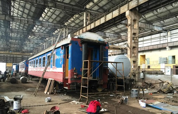 Expired carriages, locomotives put burden on domestic railway sector hinh anh 1