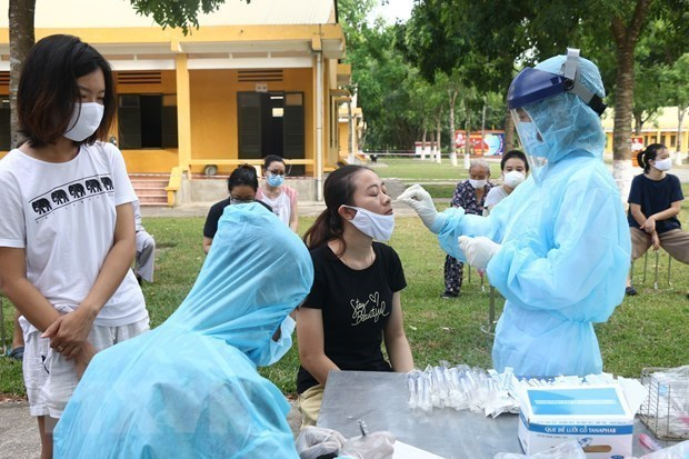 US journal highlights Vietnam's success in mitigating COVID-19 impacts hinh anh 2