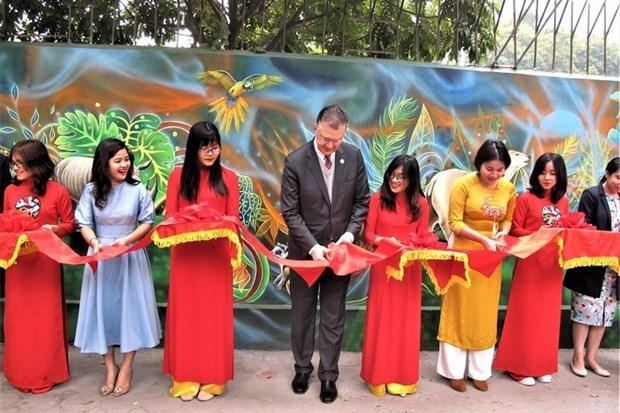 Mural painting to raise awareness of environment inaugurated in Hanoi hinh anh 1