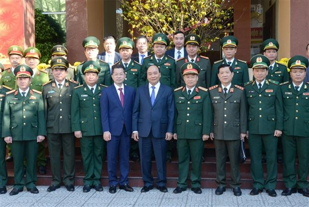 PM pays Tet visit to Da Nang armed forces hinh anh 1