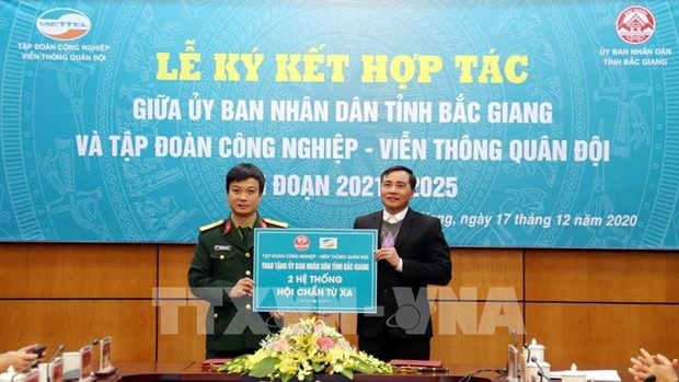 Bac Giang province, Viettel cooperate in e-government, smart urban building hinh anh 2