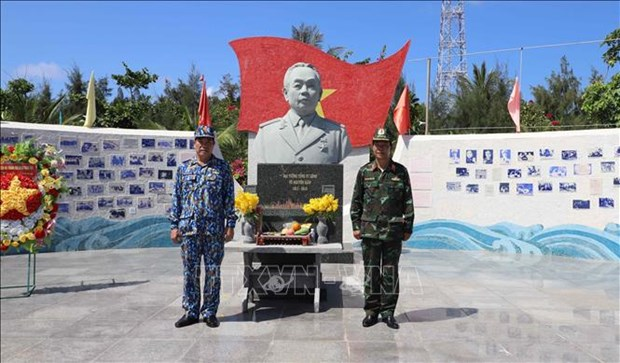 General Vo Nguyen Giap statue a pride of Truong Sa people and soldiers hinh anh 1