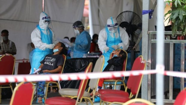 COVID-19 cases continue rising in Southeast Asia hinh anh 1