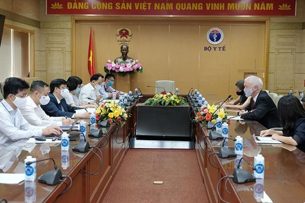 Diplomatic efforts taken to bring COVID-19 vaccine to Vietnam hinh anh 1