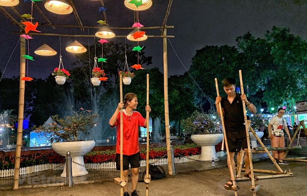 """Hanoi tourism sector strives to reach """"dual target"""" amid COVID-19 hinh anh 1"""