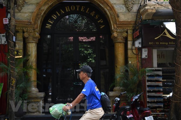 """Hanoi tourism sector strives to reach """"dual target"""" amid COVID-19 hinh anh 2"""