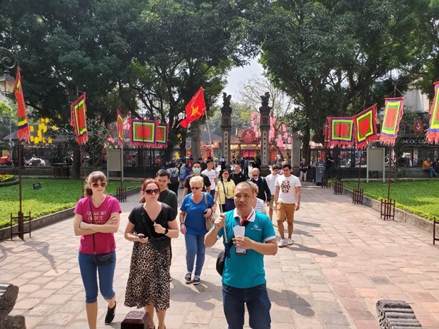"""Hanoi tourism sector strives to reach """"dual target"""" amid COVID-19 hinh anh 3"""