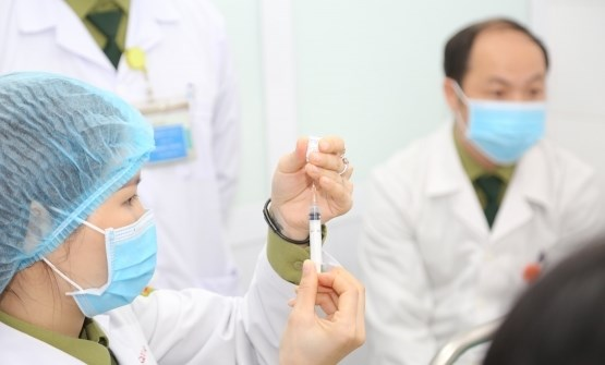 Vietnam looks to digitalise COVID-19 vaccination database hinh anh 2