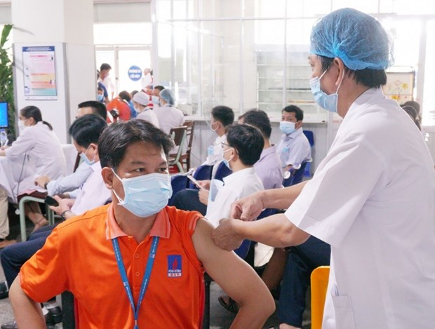 PetroVietnam: vaccination made top priority hinh anh 1