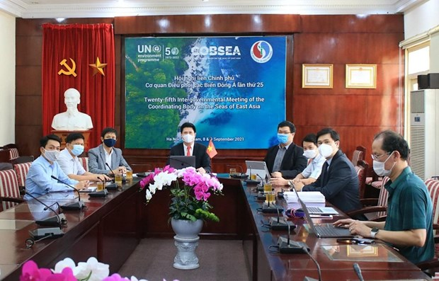 Vietnam calls for efforts in dealing with plastic pollution, ocean waste at IGM 25 hinh anh 1