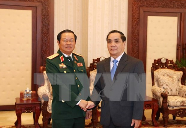 Lao PM hails military cooperation with Vietnam hinh anh 1