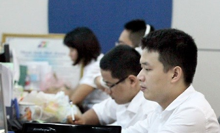 VN mixed, oil bolsters shares hinh anh 1