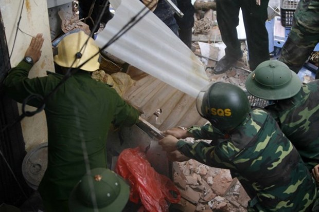 Localities to check outdated buildings following Hanoi villa collapse hinh anh 1