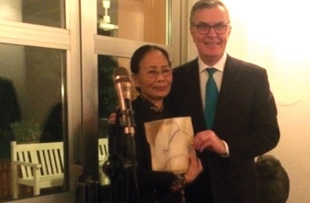 Vietnamese poet Y Nhi receives Swedish award hinh anh 1