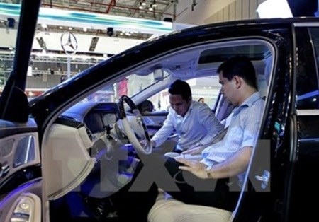 High prices hamper auto growth in Vietnam hinh anh 1