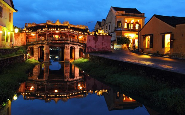 New Year atmosphere overwhelms Hoi An ancient town hinh anh 1