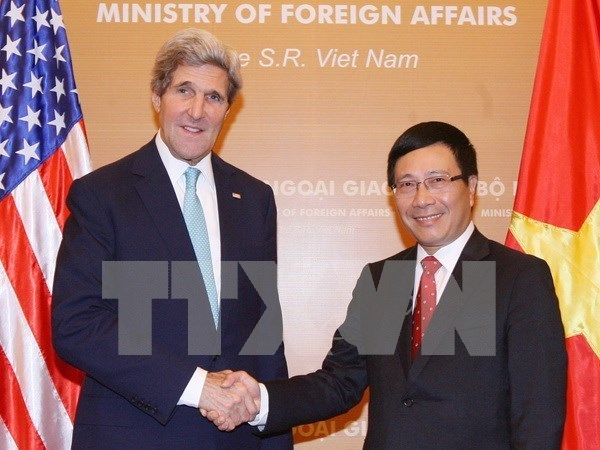 Top diplomats talk Vietnam-US relations over phone hinh anh 1