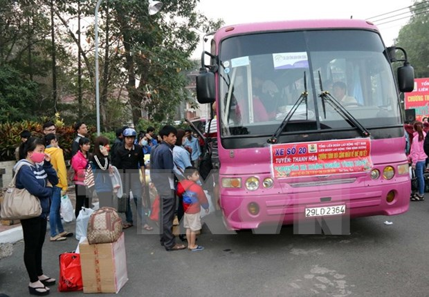Binh Duong: Migrant workers given free rides home for Tet hinh anh 1