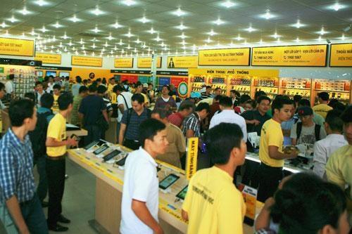Mobile phone behemoth unveils 5-year diversification plan hinh anh 1