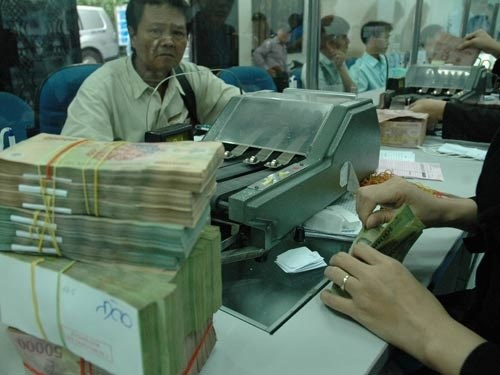 Credit institutions told to obey interest rate regulations hinh anh 1
