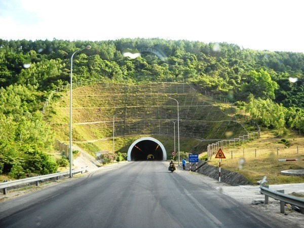 Deo Ngang Tunnel to be widened hinh anh 1