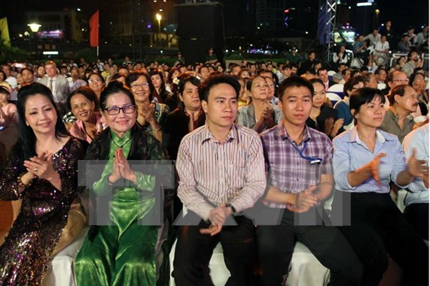 Overseas Vietnamese expect new national changes hinh anh 1