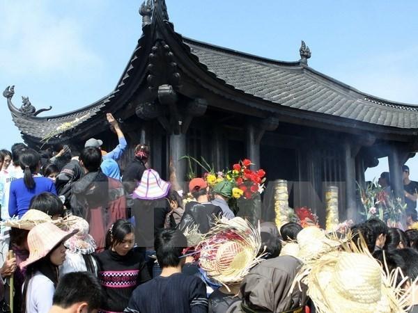 Yen Tu Buddhist spring festival opens hinh anh 1