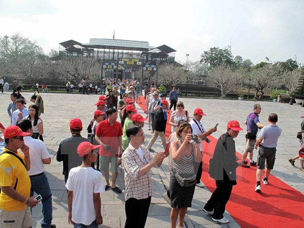 RoK supports first aid for tourists in Hue hinh anh 1