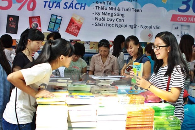 Book festival crowded with over a million visitors hinh anh 1