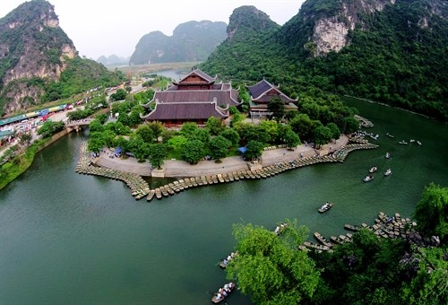 Vietnam joins ASEAN to promote regional tourism hinh anh 1