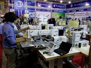 1,000 enterprises attend garment industry expo in HCM City hinh anh 1