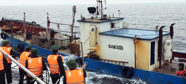 Chinese vessel seized for illegally entering Vietnam's waters hinh anh 1