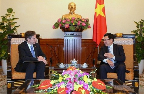 Vietnam FM, US Deputy Secretary of State discuss bilateral ties hinh anh 1