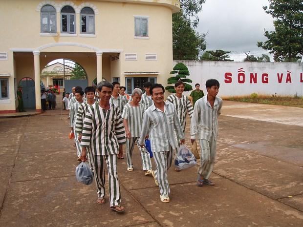 Binh Phuoc: 367 prisoners granted clemency hinh anh 1