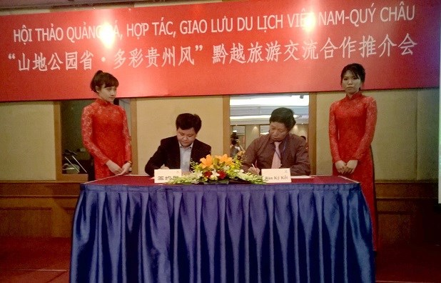 Vietnam, China localities enhance tourism cooperation hinh anh 1