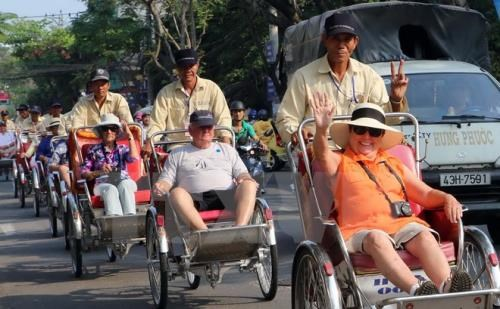 Tourist numbers soar in big cities during national holiday hinh anh 1