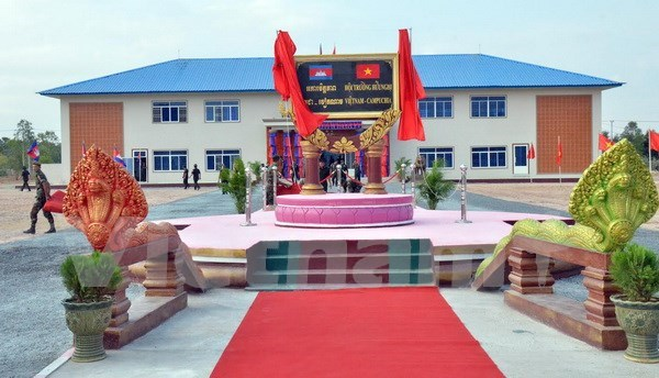 Vietnam-funded military school headquarters inaugurated in Cambodia hinh anh 1