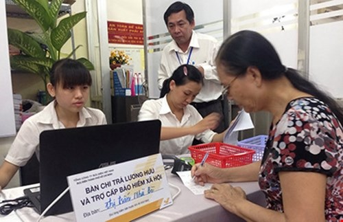 HCM City expands pension payment at post offices hinh anh 1