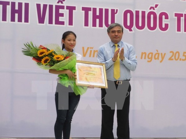 Winners of 45th UPU letter writing contest honoured hinh anh 1