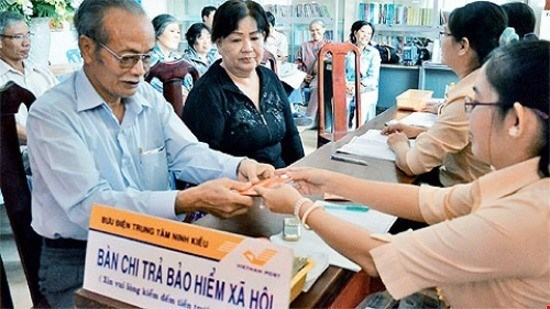 PM urges ministry to finish decree on voluntary pensions hinh anh 1