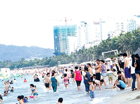 Khanh Hoa welcomes 1.6 million foreign tourists in five months hinh anh 1
