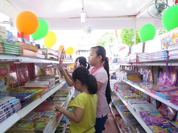 Books for Suburban Area Children Festival opens in HCM City hinh anh 1