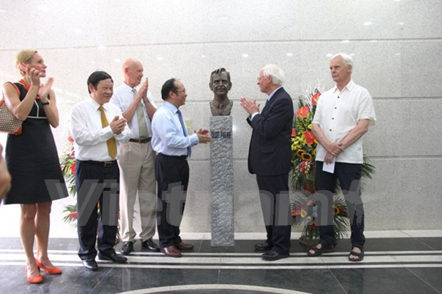 Late Swedish PM Olof Palme' statue inaugurated in Vietnam hinh anh 1