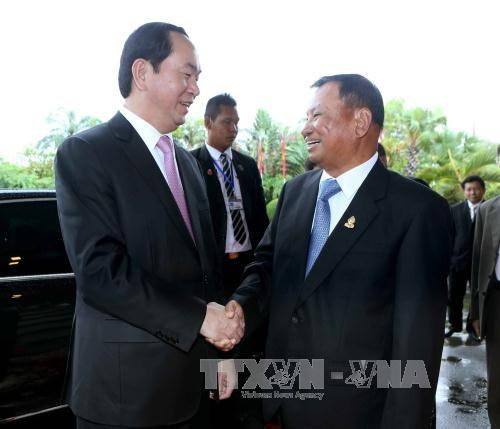 President meets Cambodian legislature, government leaders hinh anh 1